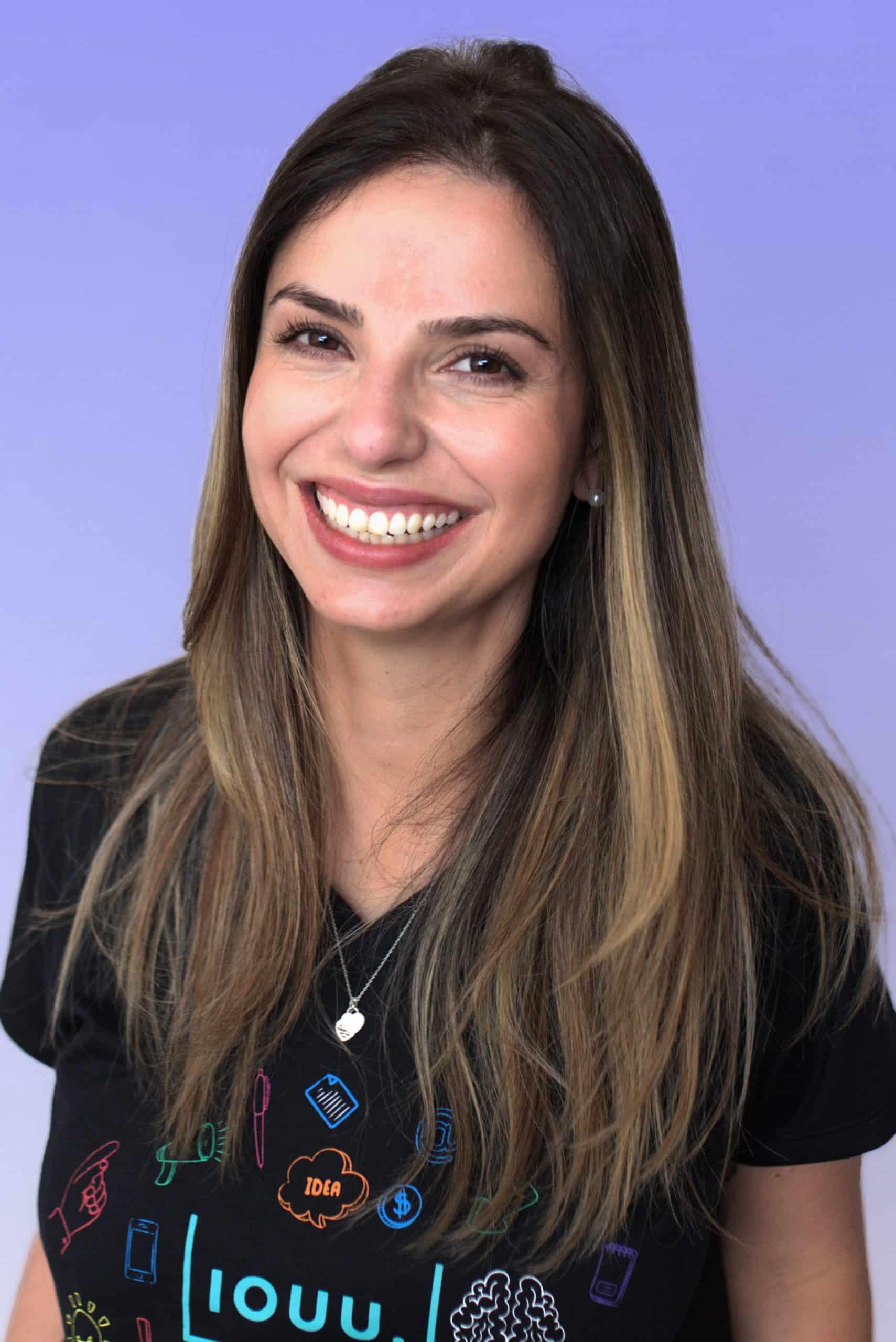 Empresa de empréstimos e investimentos alternativos - Funcionária Ana Carolina