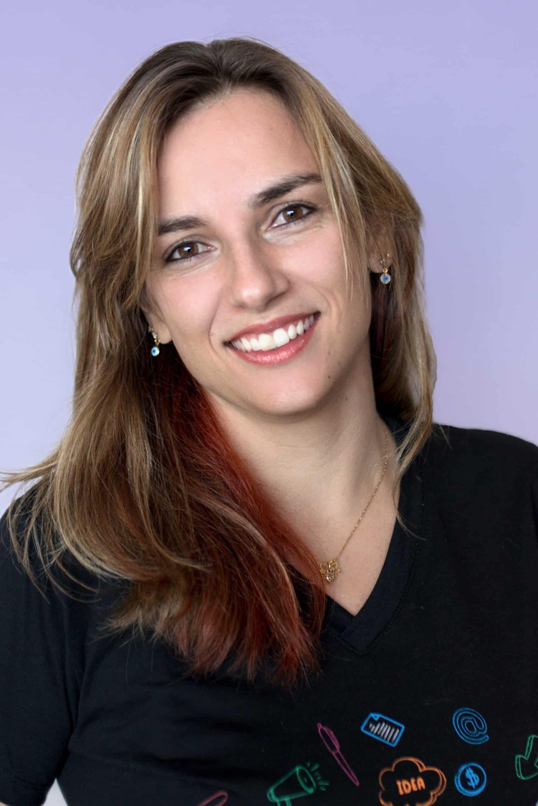 Empresa de empréstimos e investimentos alternativos - Funcionária Carina Martins